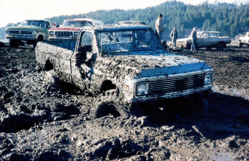 This image shows a muddy truck that cannot be cleaned by a rinseless wash.