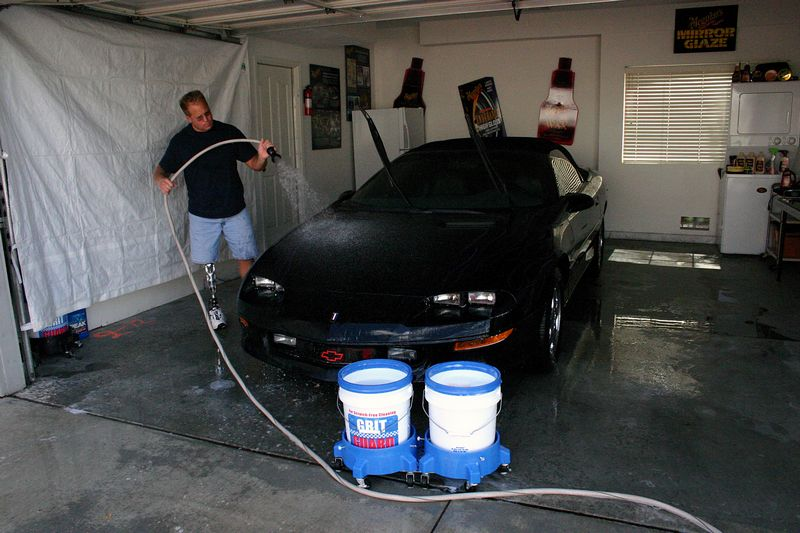 Car Detailing Garage : Washing cars inside of your garage